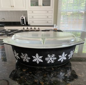 Pyrex 2.5 qrt Black with White Snowflakes with lid for Sale in Rolling Meadows, IL