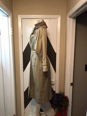 Vintage Burberry prorsum double breasted woman coat.with removable liner, removable collar. Please look at all pics as part of description. for Sale in Freeport, NY