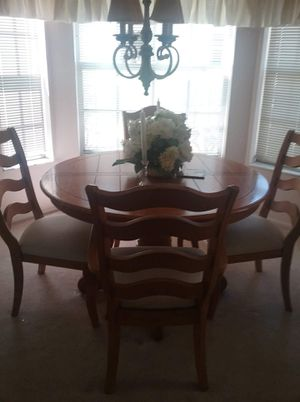 Broyhill Hickory Dining Set for Sale in Port Richey, FL