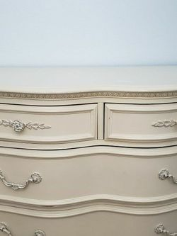 Jessica McClintock Romance Collection Off White Dresser for Sale in Bothell,  WA