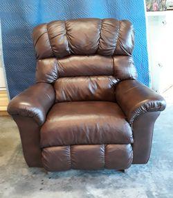 Leather la-z-boy Recliner $550 for Sale in Lehigh Acres,  FL