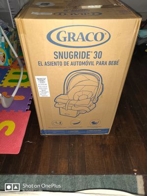 Graco snugride 30 infant car seat for Sale in Allentown, PA