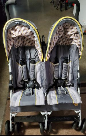 Jeep Double Stroller for Sale in Lehigh Acres, FL