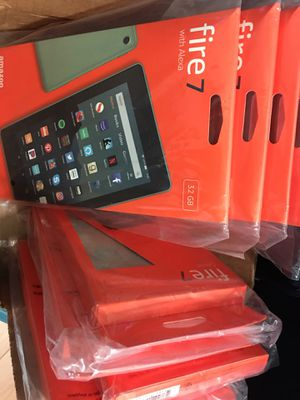 4 Amazon fire tablets 32 gb with case - 2 sage 2 plum for Sale in Miami, FL