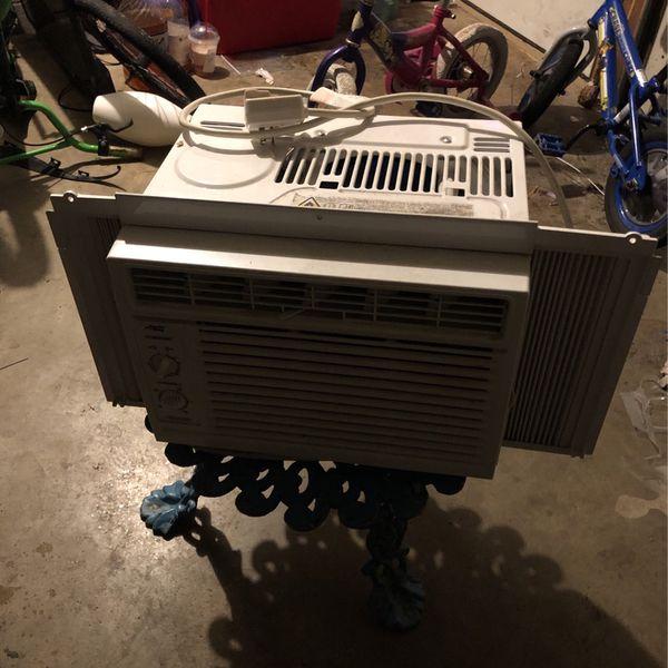 AC Window Unit $25