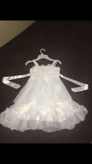Girls dress size 6 Flower girl dress for Sale in Los Angeles, CA
