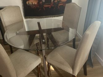 Glass Table and chairs for Sale in Long Beach,  CA