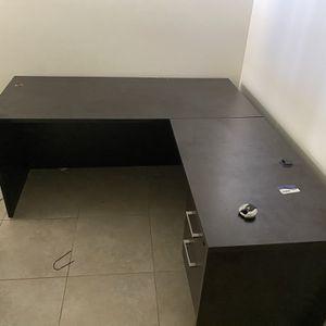 Office Desk + Chair for Sale in Deerfield Beach, FL