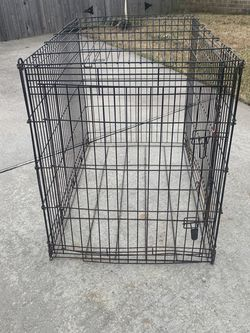 Very large kennel 30 x48x36 for Sale in Friendswood,  TX