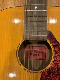Yamaha FG Junior Acoustic Guitar w/Padded Gig bag for Sale in Tustin,  CA