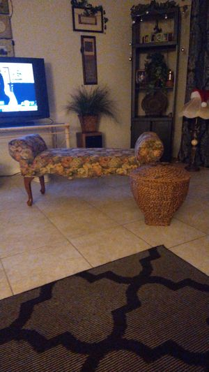 Antique sitting couch for Sale in Visalia, CA