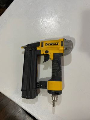 DeWalt 18 gauge nail gun for Sale in Reedley, CA