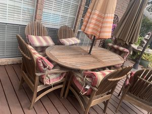 Outdoor se wooden table and 6 chairs with umbrella 450$ for Sale in Arlington, TX