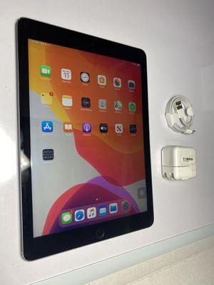 IPad 5th generation 32Gb for Sale in Hialeah, FL