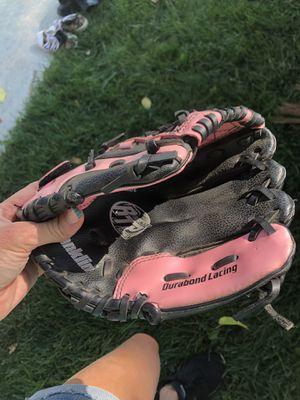 Girls tball baseball glove for Sale in Hesperia, CA