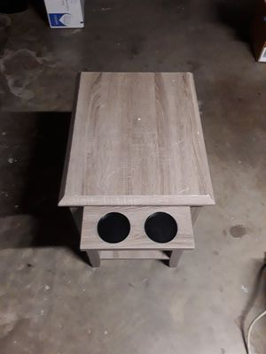 Nebraska furniture mart side table with drawer and cup holder for Sale in Arlington, TX