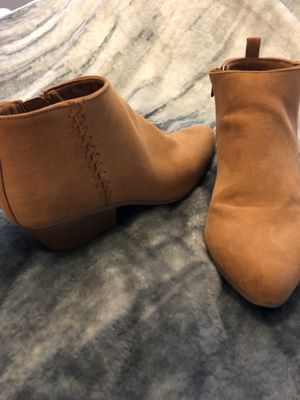 Old navy ankle boots size 9 for Sale in Scottsdale, AZ