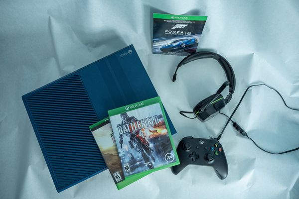 XBOX ONE 1TB CONSOLE - FORZA MOTORSPORT 6 LIMITED EDITION