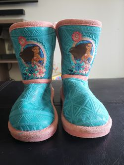Moana boots size 7c for Sale in Tualatin,  OR