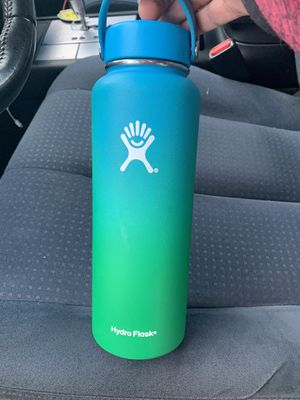 Hydro flask ombré limited edition 40oz for Sale in San Jose, CA