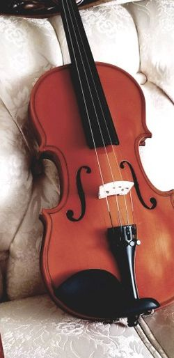 4/4 Full Size Violin With Case for Sale in Gladstone,  OR