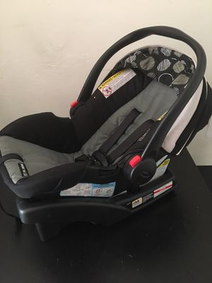 Graco Infant Car Seat and Base for Sale in The Bronx, NY