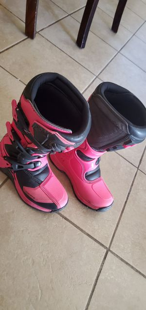 Girl boots size 3 for Sale in Salinas, CA