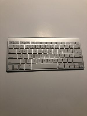 Bluetooth Apple Keyboard for Sale in Pacific, MO