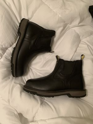 Men's work boots non slip *NEW* for Sale in Fresno, CA