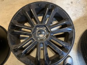 24 inch rims off 2012 Escalade 5 rims in total for Sale in Hempstead, NY
