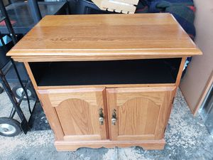 Oak TV stand with swivel top for Sale in Lynchburg, VA