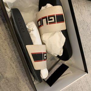 Gucci strip rubber slide size 9 for Sale in Elmwood Park, IL