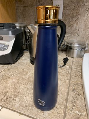 """Water bottle """"Sip by S'well"""" for Sale in Apple Valley, CA"""
