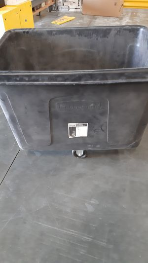 Rubbermaid 4614 cube truck for Sale in Montclair, CA