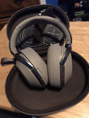 Sony MDR 1000X Bluetooth Noise Cancelling Headphones for Sale in Los Angeles, CA