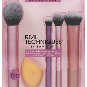 Real Techniques Makeup Brush Set with Sponge Blender for Eyeshadow, Foundation, Blush, and Concealer, Set of 5 for Sale in El Monte, CA