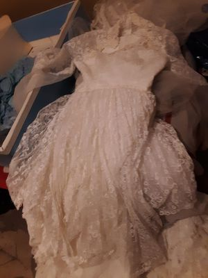 Size 10 wedding dresse with long Vail for Sale in Pinson, AL