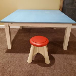 Kids Play Table (stool not included) for Sale in Pickerington, OH