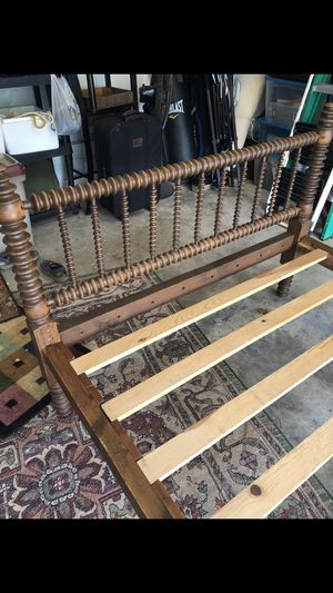 Antique Spindle bed for Sale in Richmond Hill, GA
