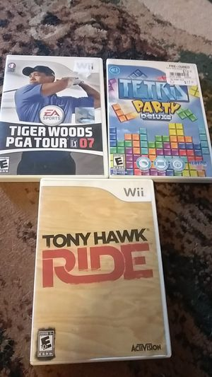 Wii, with the hookups, censor bar, controller (with the ninja to go with it), 8 games (1 of the games has 9 different games on it) for Sale in Knoxville, TN