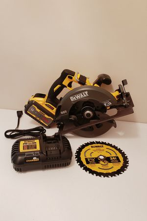 New Circular Dewalt Flexvolt 7 1/4 Whit battery 9.0 charger and Bag for Sale in Woodbridge, VA
