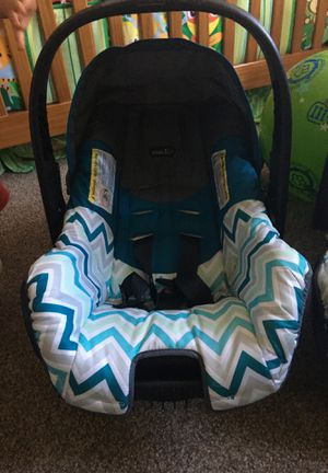 Evenflo car seat for Sale in Clackamas, OR