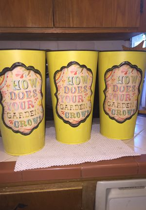 "Katie daisy flower pots. 12""x7"". Like new. for Sale in Fresno, CA"