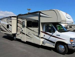 2018 coachmen leprechaun 320 bh 2 slides and power awning back up Camera and more for Sale in North Las Vegas, NV