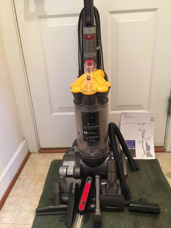 Dyson DC33 Upright Bagless Vacuum