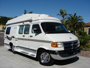 1999 Coach House Widebody 19FT king bed pristine for Sale in Fountain Valley, CA