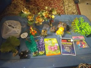 Fish tank stuff for Sale in Columbus, OH