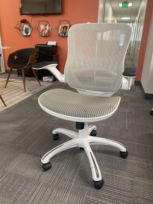 Blazek White Mesh Swivel Office Chair (24 available) for Sale in Los Angeles, CA