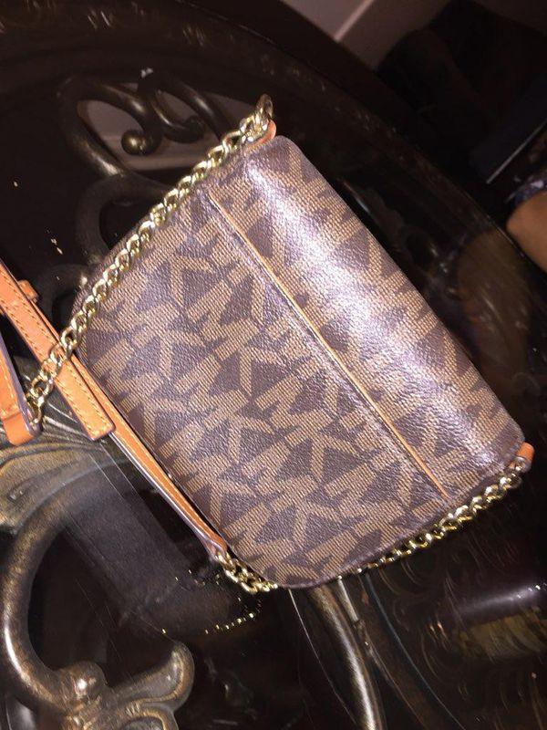 05b58d125c8a03 Michael Kors mini purse 100 percent authentic for Sale in Louisville ...