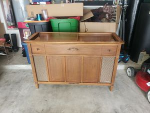 1960s Magnavox stereo with record player. The speakers need to be replaced. Other than that. Good to go! for Sale in San Antonio, TX